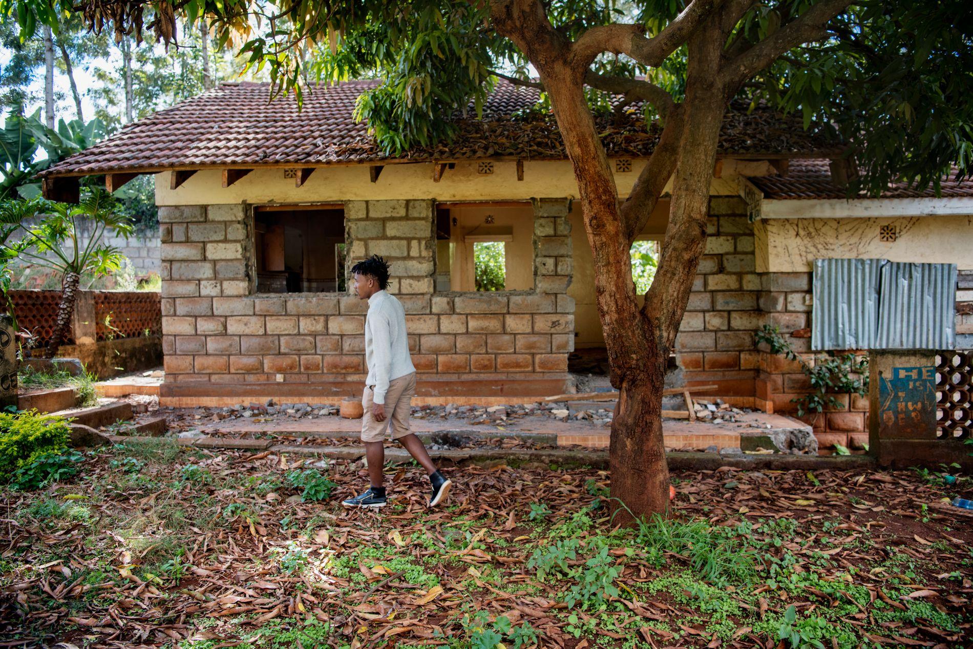 BARE RESTER IGJEN: Vestlendingen som i 2012 ble sendt til Kenya for å bli kvitt rusproblemene sine, karakteriserer oppholdet på grisefarmen som et mareritt. I dag er bare rester igjen av gården, der driften for lengst er avviklet.