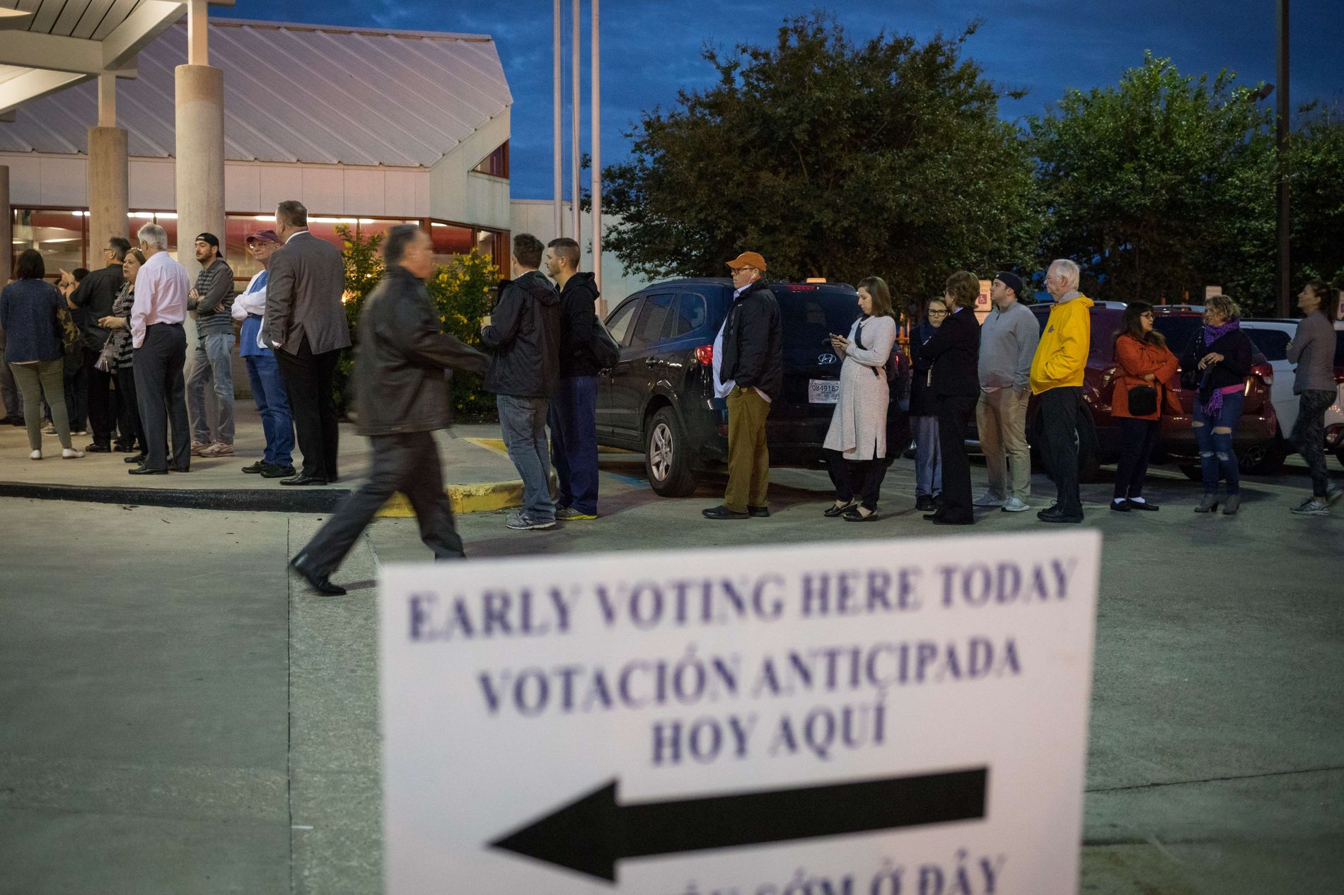 FORHÅNDSSTEMMING: En rekke amerikanere har allerede avlagt sin stemme. Her fra et lokale i Texas 22. oktober.