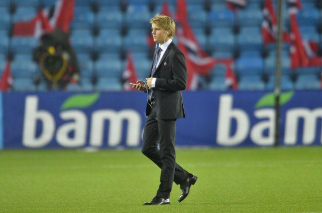 LYTTER: Martin Ødegaard kan stort sett velge hvilken klubb han ønsker å spille for i fremtiden. Spørsmålet er hvem han lytter til. Kanskje John Carew?FOTO: BJØRN S. DELEBEKK.