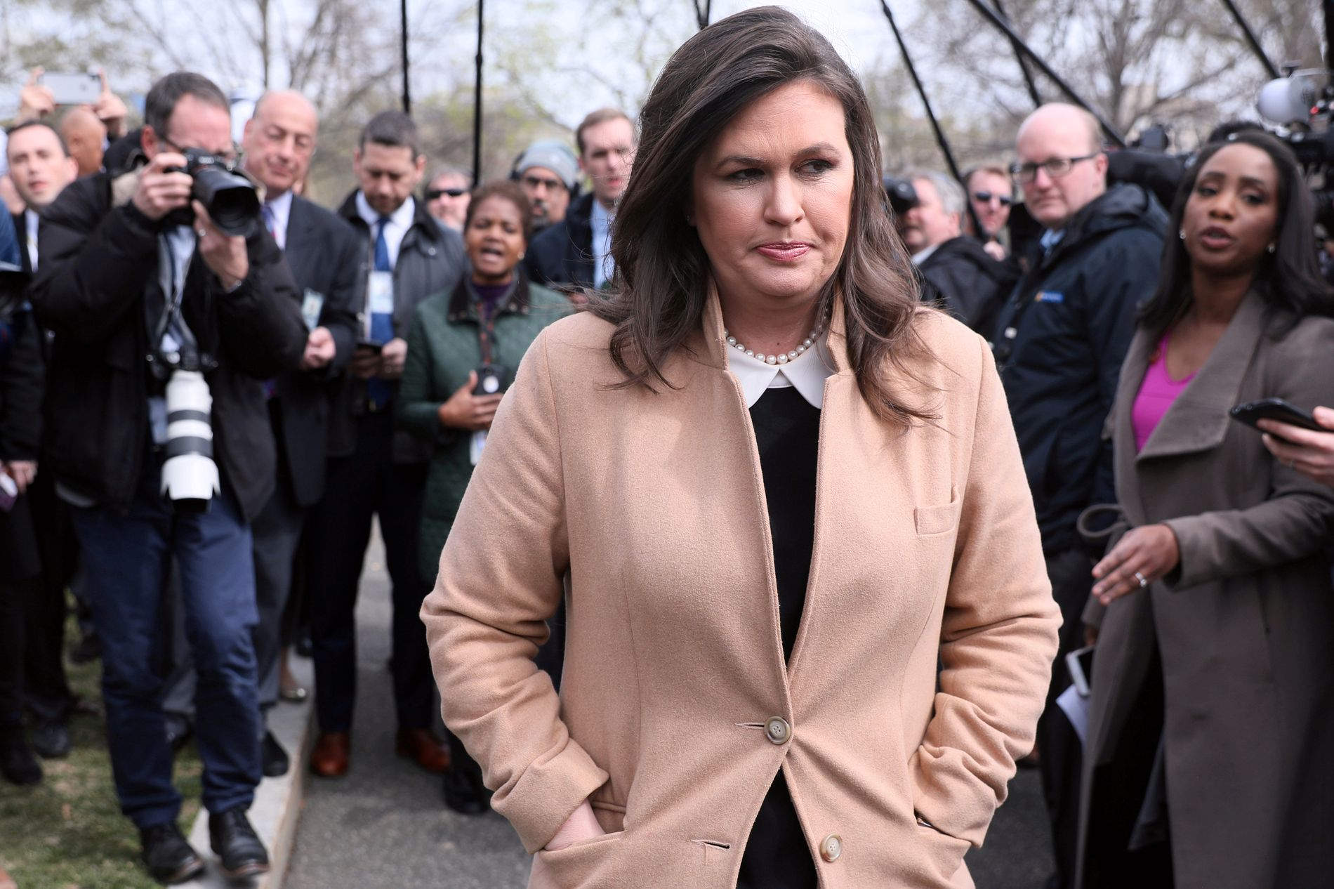 PRESSESJEF: Sarah Sanders utenfor Det hvite hus 2. april.