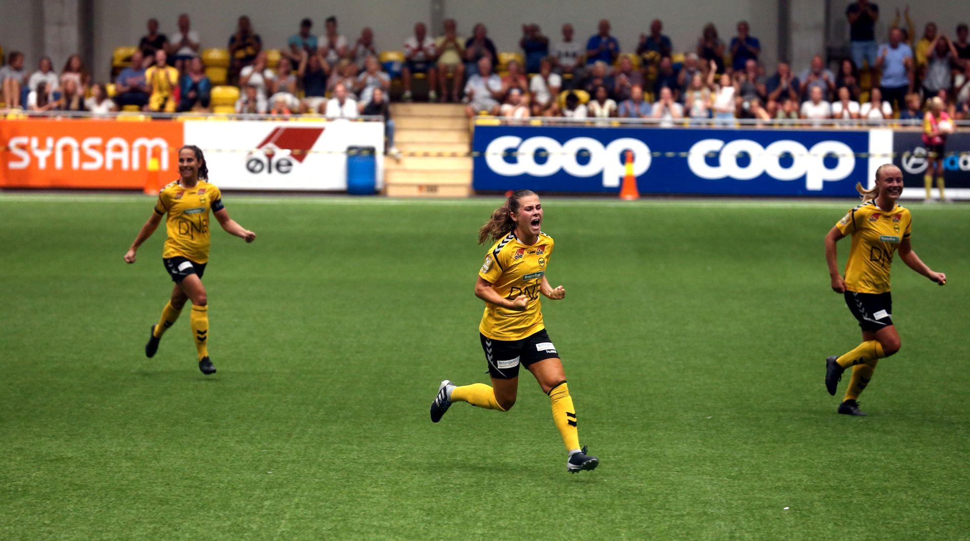 SUPERMÅL! Så glad ble Emilie Haavi etter å ha lagt på til 2–0 for Lillestrøm mot Vålerenga lørdag.