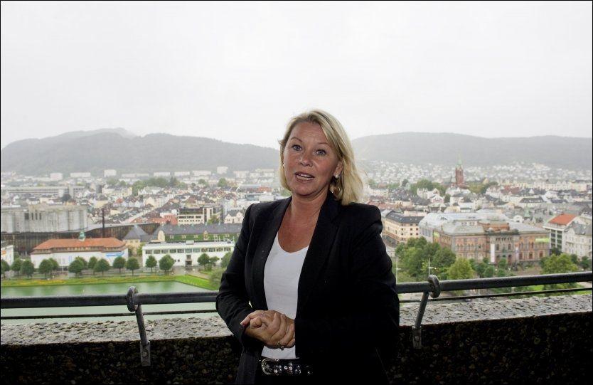 VARSLET VIDERE: Da byrådsleder i Bergen Monica Mæland fikk vite om den mulige korrupsjonen, ga hun politiet navnet på varsleren. Foto: NTB/Scanpix