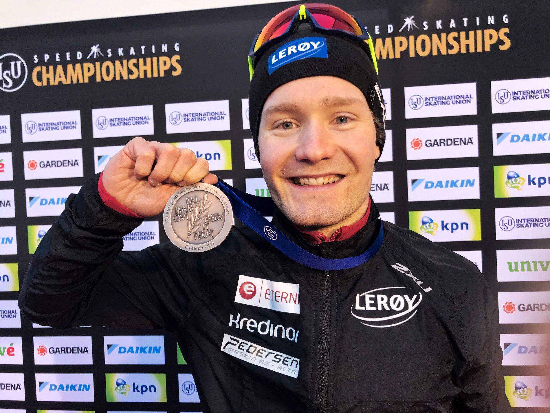 HISTORISK MEDALJE: Sverre Lunde Pedersen (26) har aldri tidligere vunnet en medalje i allround-EM. I allround-VM har han tre.