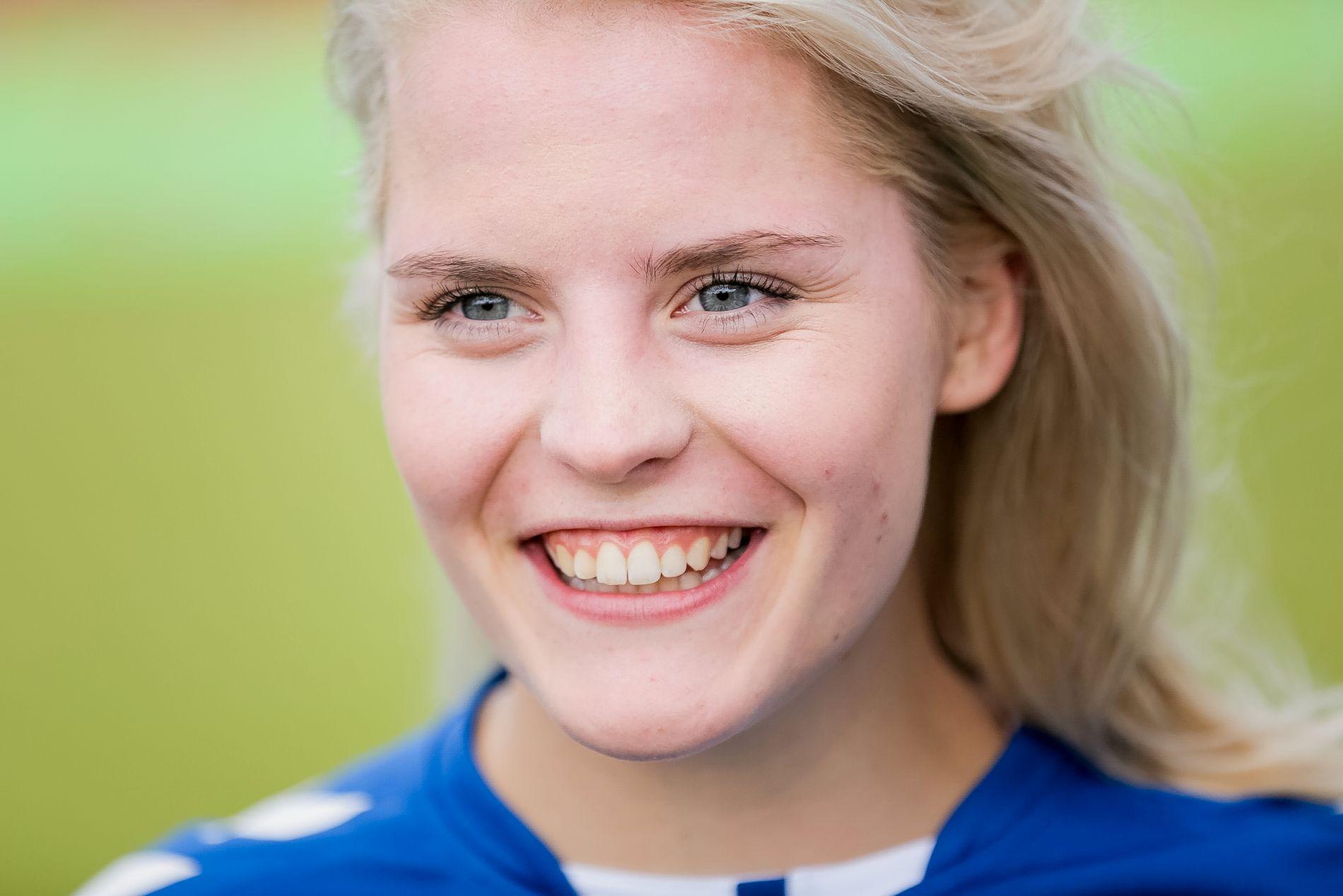 AKTIV: Ulrikke Falch vil fortsette å bruke stemmen sin til å sette fokus på feminsime, spiseforstyrrelser og psykiske lidelser. Her er hun på Verdikampen mellom kjendiser på Norway Cup i august 2016.