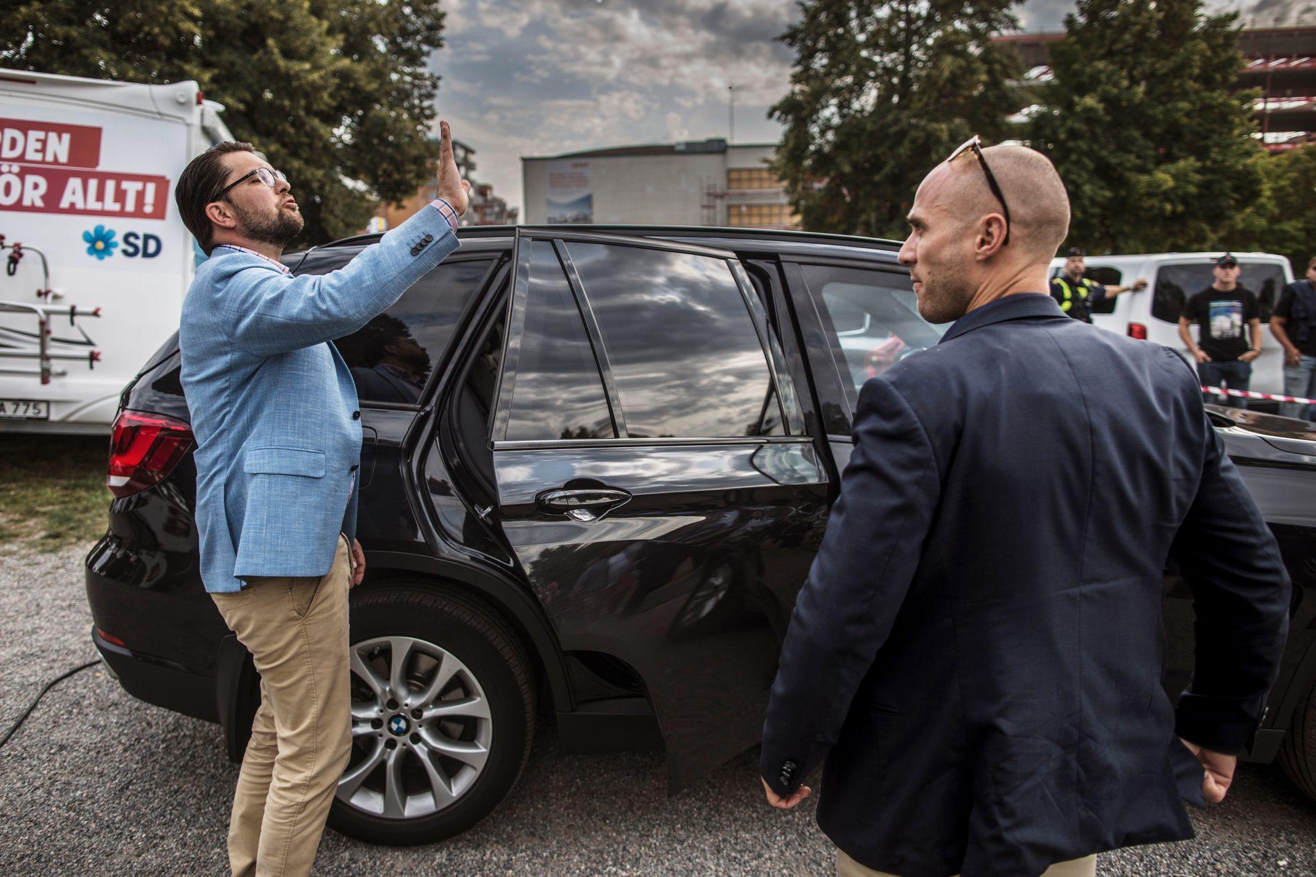 POPULÆR POPULIST: SD-leder Jimmie Åkesson bruker de siste ukene før riksdagsvalget til å reise rundt i Sverige og møte tilhengerne sine.