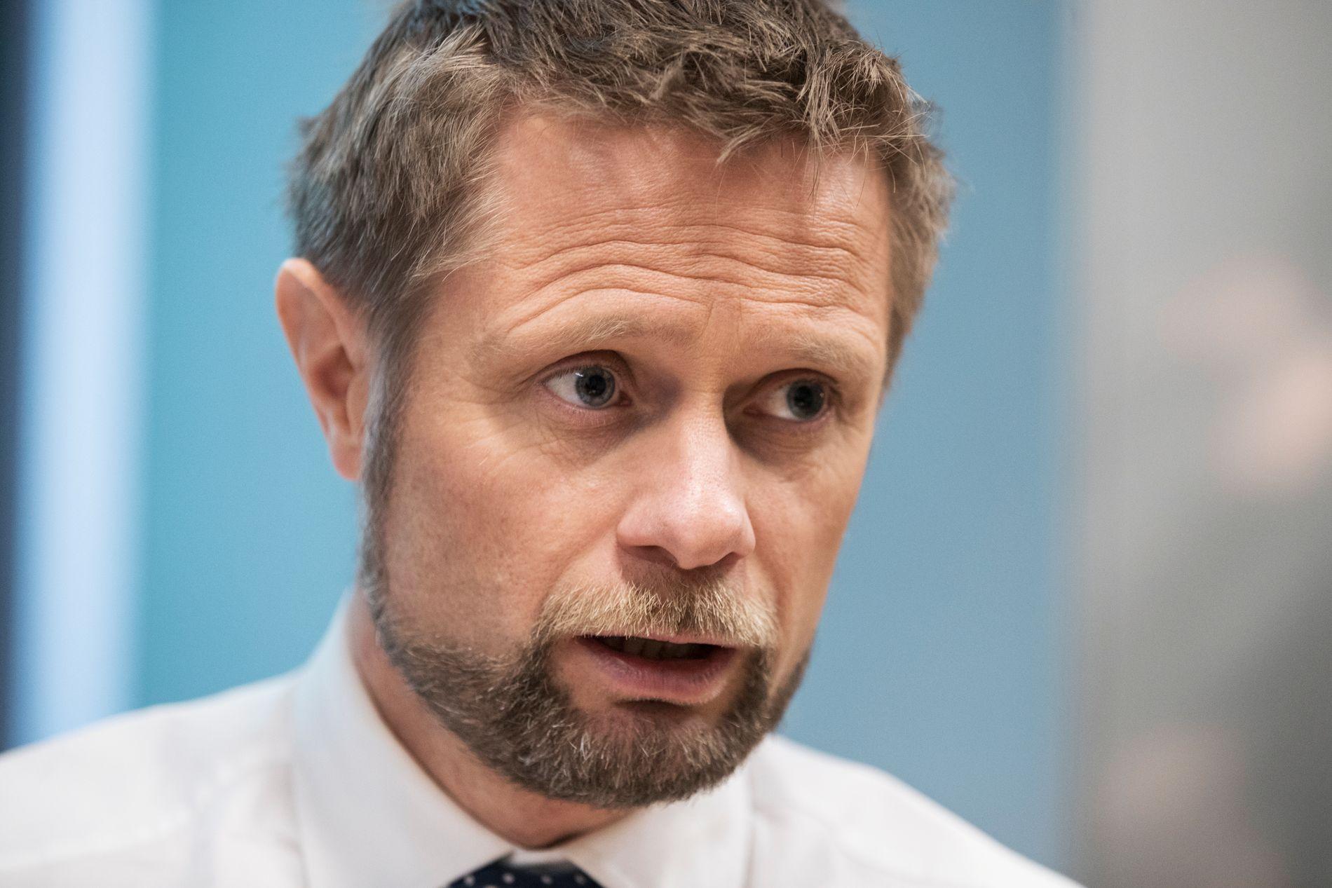 INTERNASJONALT PROBLEM: Helse- og omsorgsminister Bent Høie (H) mener den lange behandlingstiden skyldes at legemiddelselskapene ikke jobber raskt nok. – Jeg jobber med dette spørsmålet internasjonalt, i EU og i Verdens helseorganisasjon, dette er et problem alle sliter med, sier han.