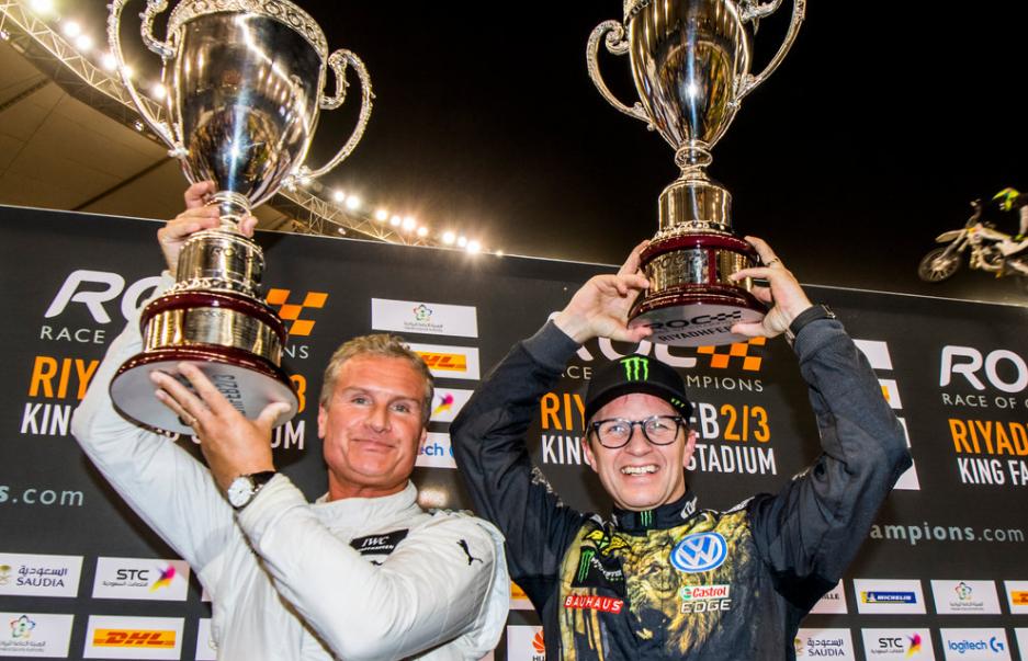 ETTERSENDES: – En av de sværeste pokalene jeg har fått, sier Petter Solberg, som skal få den ettersendt i posten. Til venstre vinneren David Coulthard.