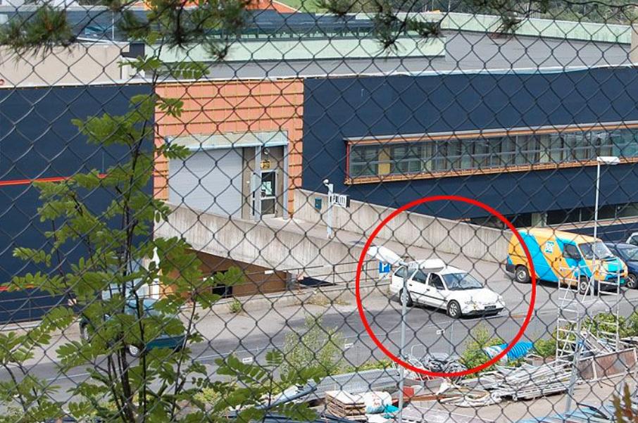 BOMBETRUSSEL: I 2008 ble mannen pågrepet etter at han hadde truet med å detonere en bombelignende gjenstand rett utenfor Lørenskog lensmannskontor. I 2010 ble han dømt for forholdet.