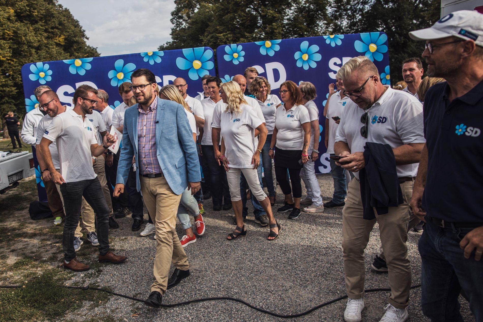 SVERIGE RUNDT: Jimmie Åkesson er på valgkampturné i Sverige. Foran noen hundre tilhengere i Eskilstuna i Sverige snakket han om innvandring og hvordan han mener sosialdemokratene har ødelagt det svenske samfunnet.
