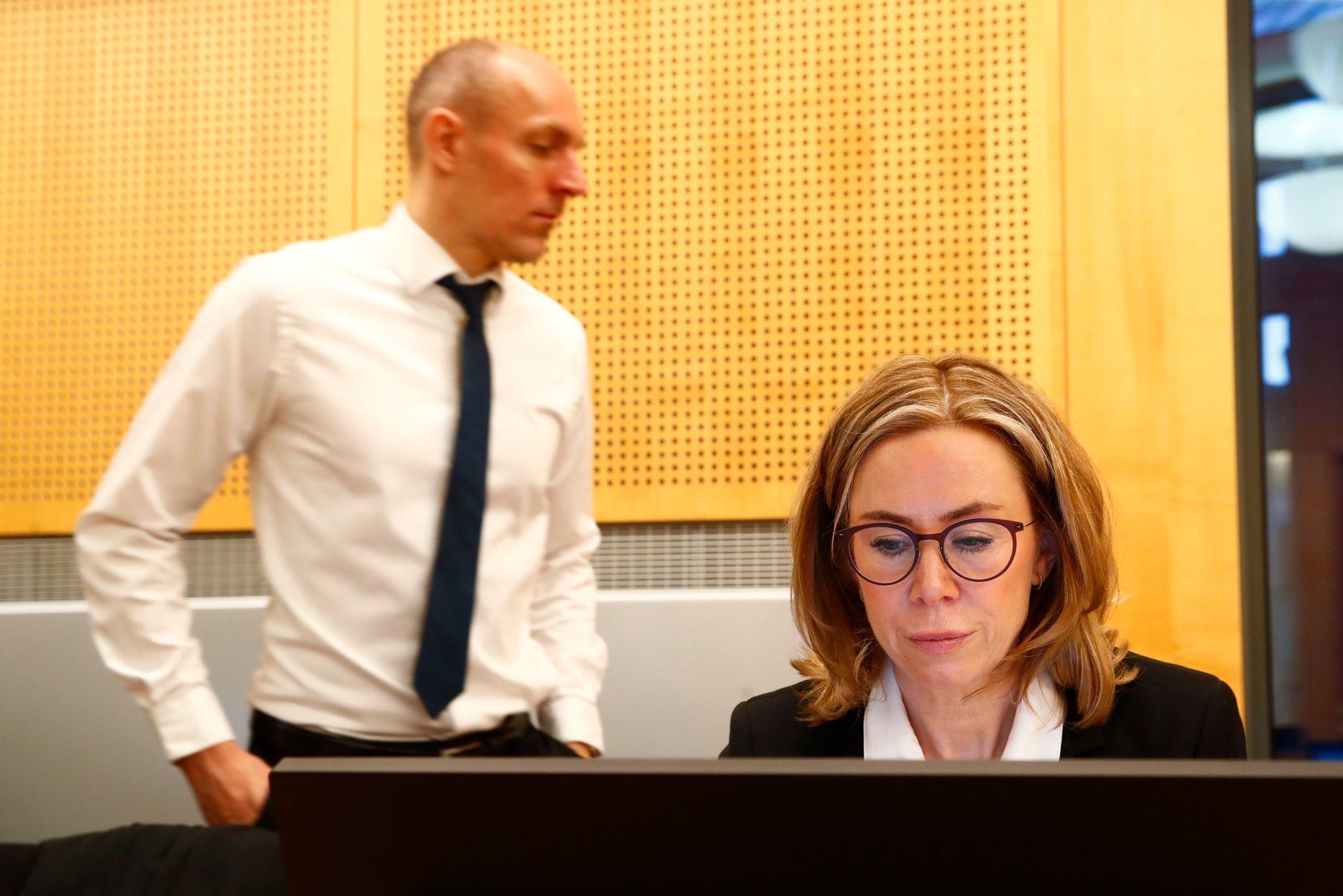 Statsadvokat Marit Formo og politiadvokat Per Niklas Hafsmoe i PST under rettssaken i Oslo tingrett i januar mot den 31 år gamle kvinnen som er tiltalt for å ha deltatt i ekstremistgruppa IS.