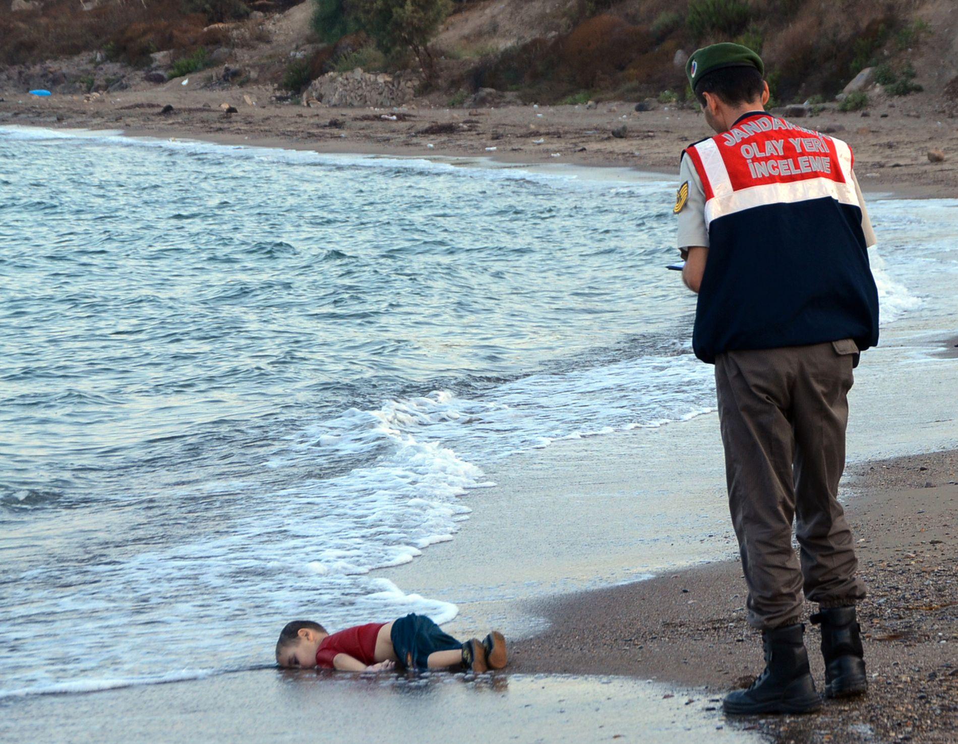 DRUKNET: Bildet av tre år gamle Alan Kurdi, som ble skylt opp på stranden ved Bodrum i Tyrkia 2. september 2015, opprørte en hel verden.