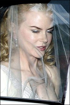 Smart brud: Ikke bare er Nicole Kidman en vakker brud, men hun har også tatt sine forhåndsregler. Skulle den nye manne, Keith Urban, misbruke alkohol eller narkotika får han ikke et rødt øre av kona. Foto: AP