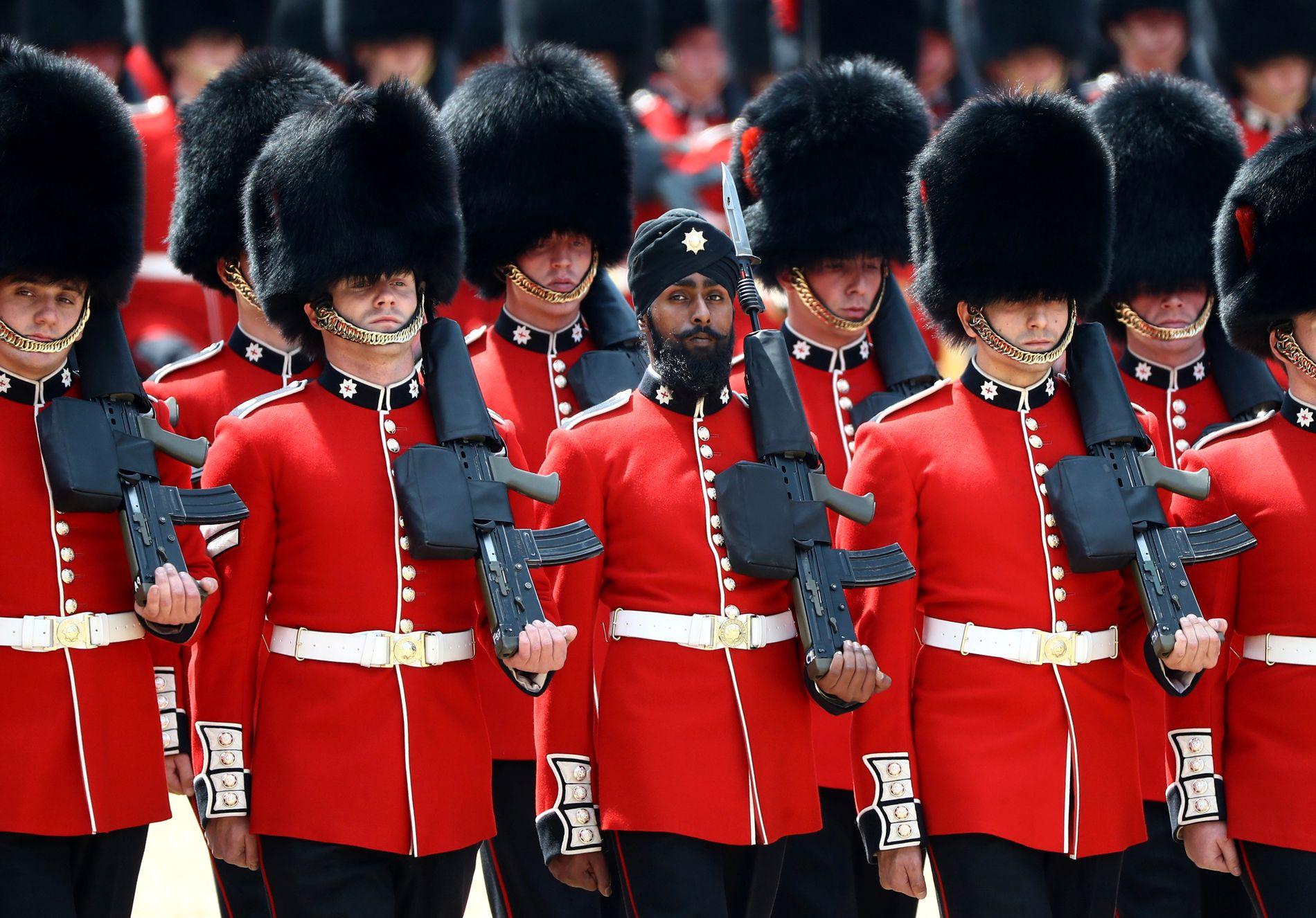 HISTORISK: Charanpreet Singh Lall (22) ble den første til å bære turban i den britiske garden.