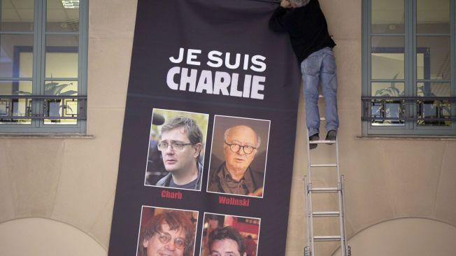 FRIE YTRINGER: – Det som virkelig betyr noe er at Charlie Hebdon ble angrepet fordi de publiserte tegninger – som de var i sin soleklare rett til å gjøre. Å forklare terroren med henvisning til krenkelsen, er som å forklare voldtekter med henvisning til miniskjørt, skriver kronikkforfattterne.