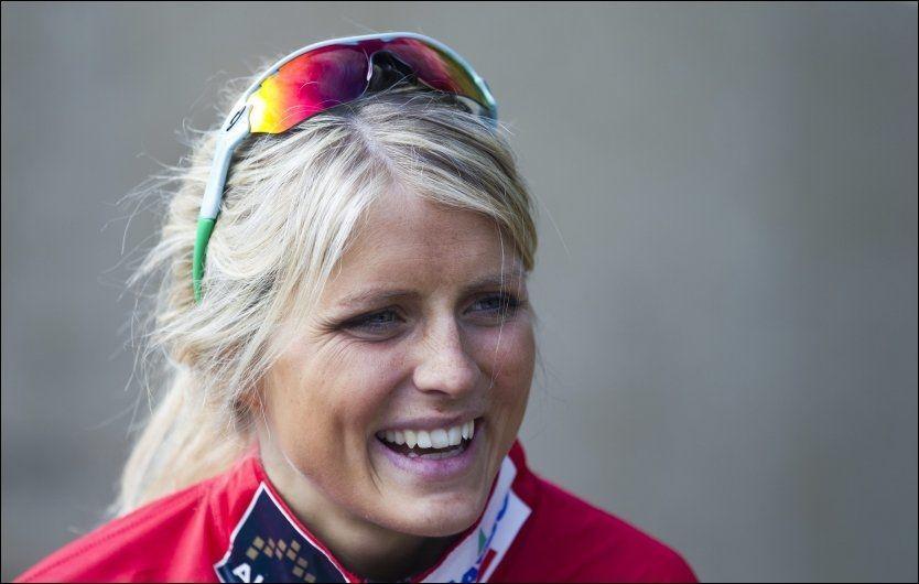SMILER: Therese Johaug, her på skolebesøk på Romsås i mai, har sagt nei til lukrative sponsortilbud. Foto: Jan Petter Lynau, VG