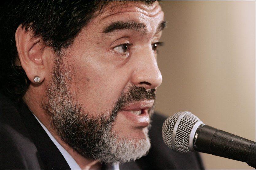BITTER FOTBALLGUD: Diego Maradona sparer ikke på kruttet etter sin avskjed. Foto: AFP