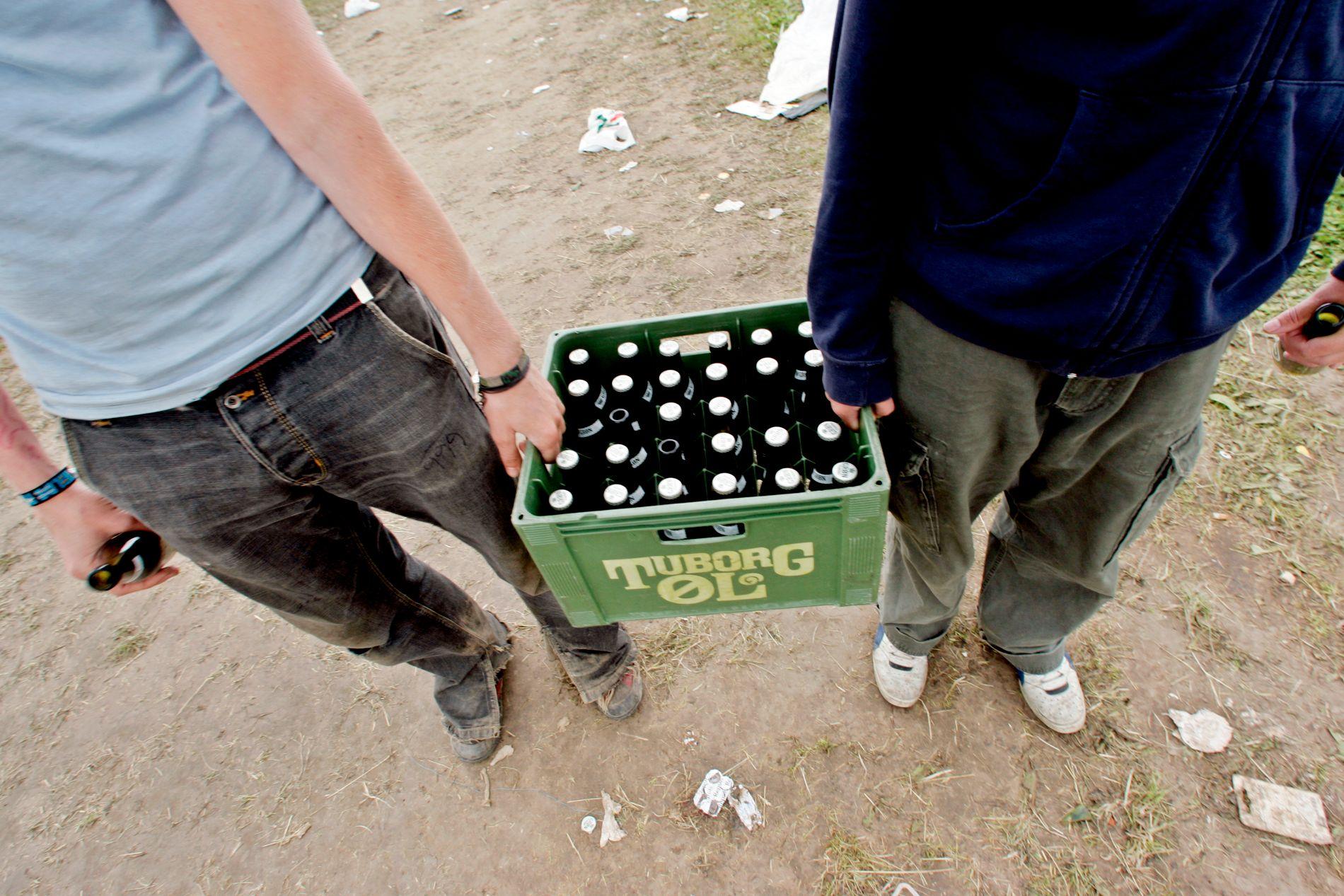 – Det er mange gode grunner til å utsette rusen lengst mulig, samme hvilket stoff man henter den fra. Mennesker er nevrologisk, psykologisk og sosialt sett bedre rustet til å håndtere rus når tenårene forlates, skriver Øystein Skjælaaen. Bildet er fra Roskilde-festivalen.