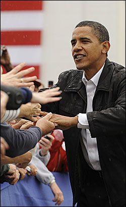 I MEDVIND: Barack Obama leder meningsmålingene. Foto: AFP