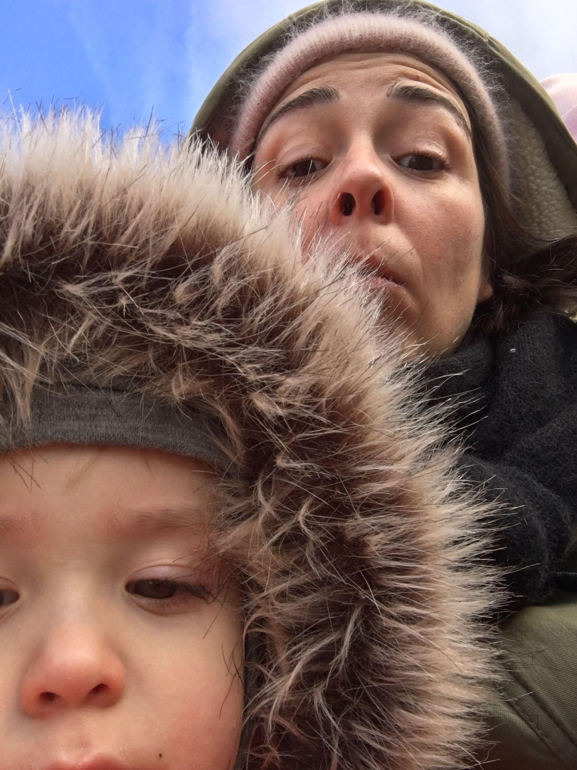 STORT SAVN: Mina Hadjian brast i gråt rett før hun skulle møte sønnen Henry igjen.