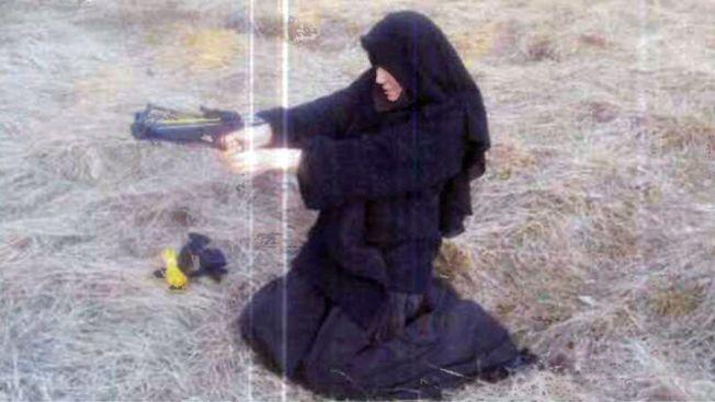 ETTERSØKT: FBI og fransk politi etterlyser nå Hayat Boumeddiene (26). Ingen har sett kvinnen siden gisselaksjonen i Paris, fredag ettermiddag. Dette bildet, som først ble publisert av avisen Le Monde, stammer angivelig fra 2010. Foto: Le Monde