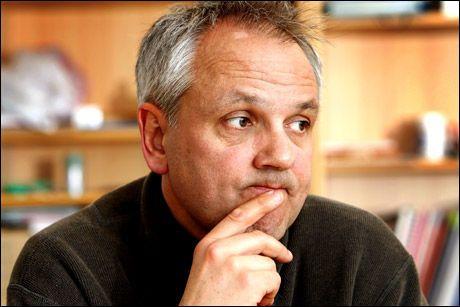 FØLGER SITUASJONEN: Avdelingsdirektør Preben Aavitsland i Folkehelseinstituttet advarer gravide mot influensa. Foto: Jan Petter Lynau