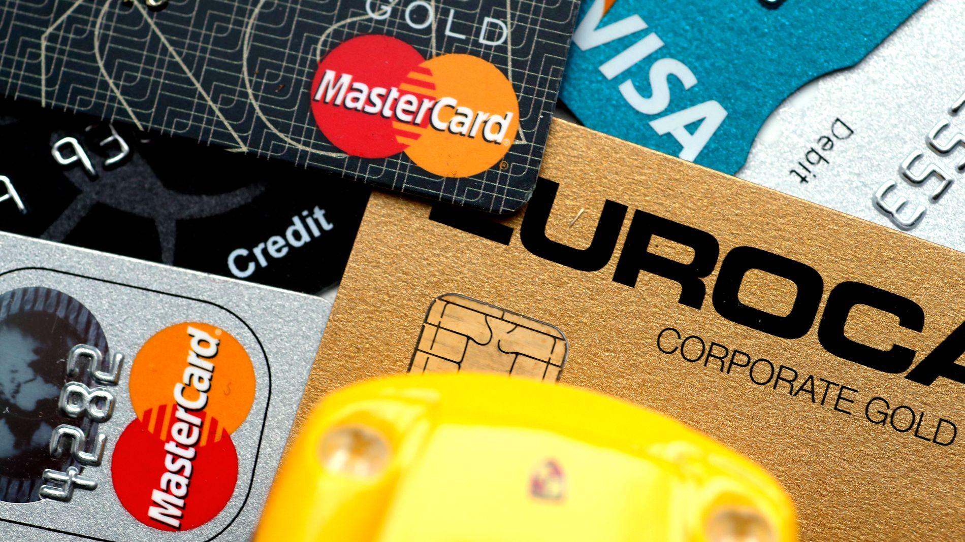 TAR GREP: Nye regler gjør at også ubrukt kreditt teller inn i beregningen av gjeldsgraden din. Både DNB og Bank Norwegian merker oppgang i antallet som sier opp kredittkort eller senker kredittgrensene.