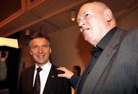 FIKK HØRE KRAVNE: Statsminister Jens Stoltenberg (Ap) var til stede på LOs representantskapsmøte i dag og fikk høre kravene som LO-leder Roar Flåthen la frem. Foto: SCANPIX