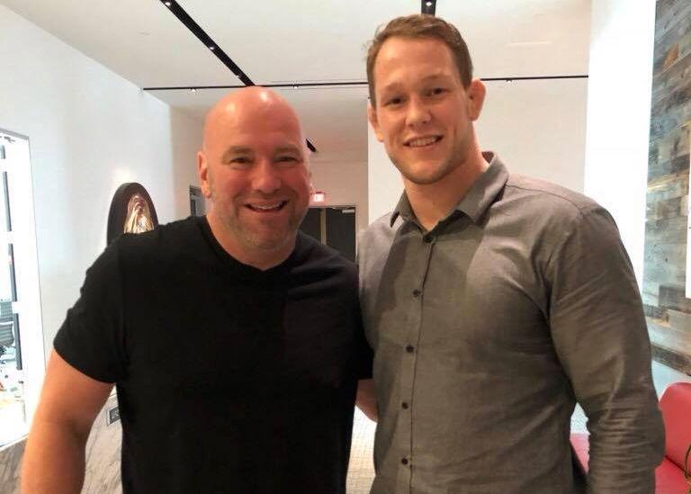 MEKTIG MANN: Dana White (t.v.) er involvert i det aller meste som skjer i UFC. Her er han avbildet sammen med Marthin Hamlet i Las Vegas tidligere denne uken.