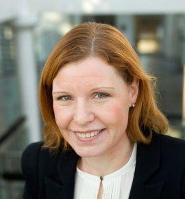TA GREP: Forbrukerøkonom Christine Warloe i Nordea mener nordmenn bør bli flinkere til å sammenlikne tilbud og planlegge oppussingen. Én av tre sprekker budsjettet, viser undersøkelse.