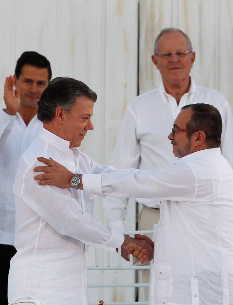 SA NEI: Folkets nei til fredsavtalen i Colombia har fjernet favoritstempelet fra hovedpersonene bak den historiske avtalen. Foto: Reuters
