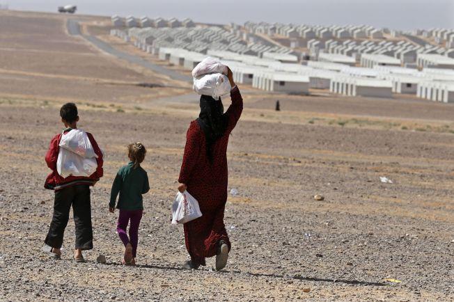 SÅRBARE: Kvinner og barn som blir igjen når mennene drar, er ekstra sårbare og utsatt for overgrep. Her fra flyktningeleiren Azraqn i Jordan, med 10 000 telt.