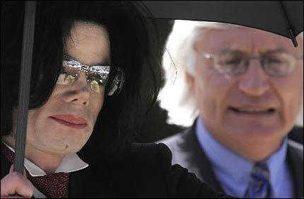 AVKREFTER PRESSEKONFERANSE: Thomas Mesereau avkrefter pressekonferansen som ble holdt i kveld, norsk tid, og påpeker at ingen andre får prate for hans klient, Michael Jackson Foto: REUTERS