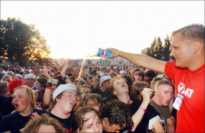 MÅ SKATTE: Festivalfrivillige kan få seg en skikkelig kalddusj om de må skatte av goder de får gjennom sitt frivillige arbeid. Foto: Heiko Junge / Scanpix