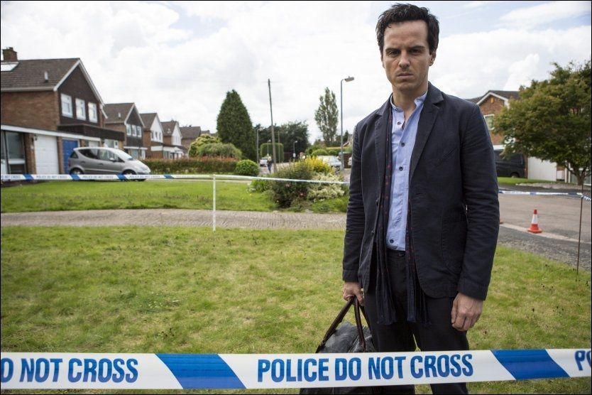 THE TOWN: Seriens hovedperson Mark, er spilt av Andrew Scott som er kjent for sin store birolle i «Sherlock», hvor han spilte den psykopatiske skurken. Foto: TV 2