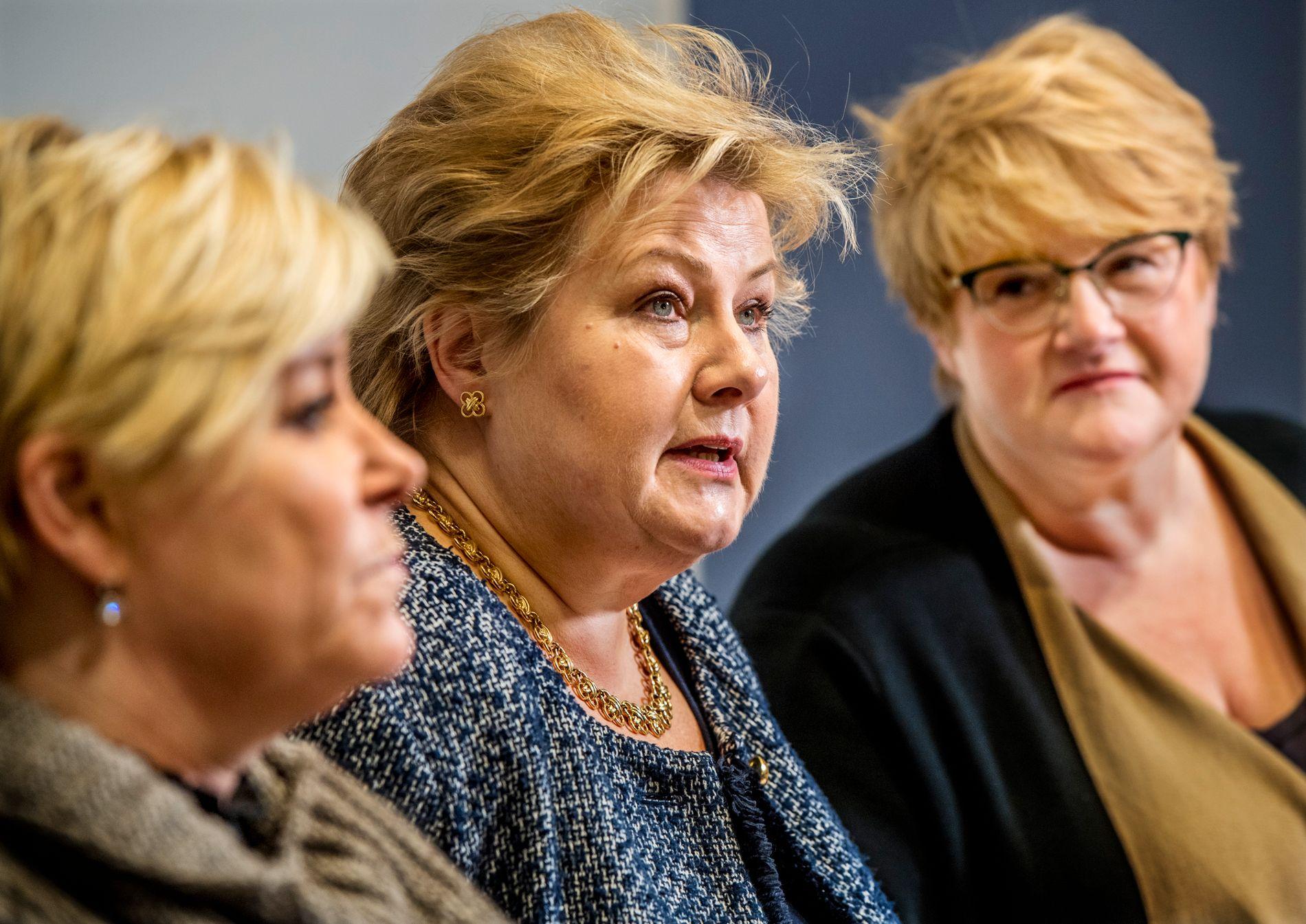 FORHANDLER: Partilederne Erna Solberg, Siv Jensen og Trine Skei Grande forhandler om ny regjering.  Snart kan regjeringsspørsmålet være avklart.