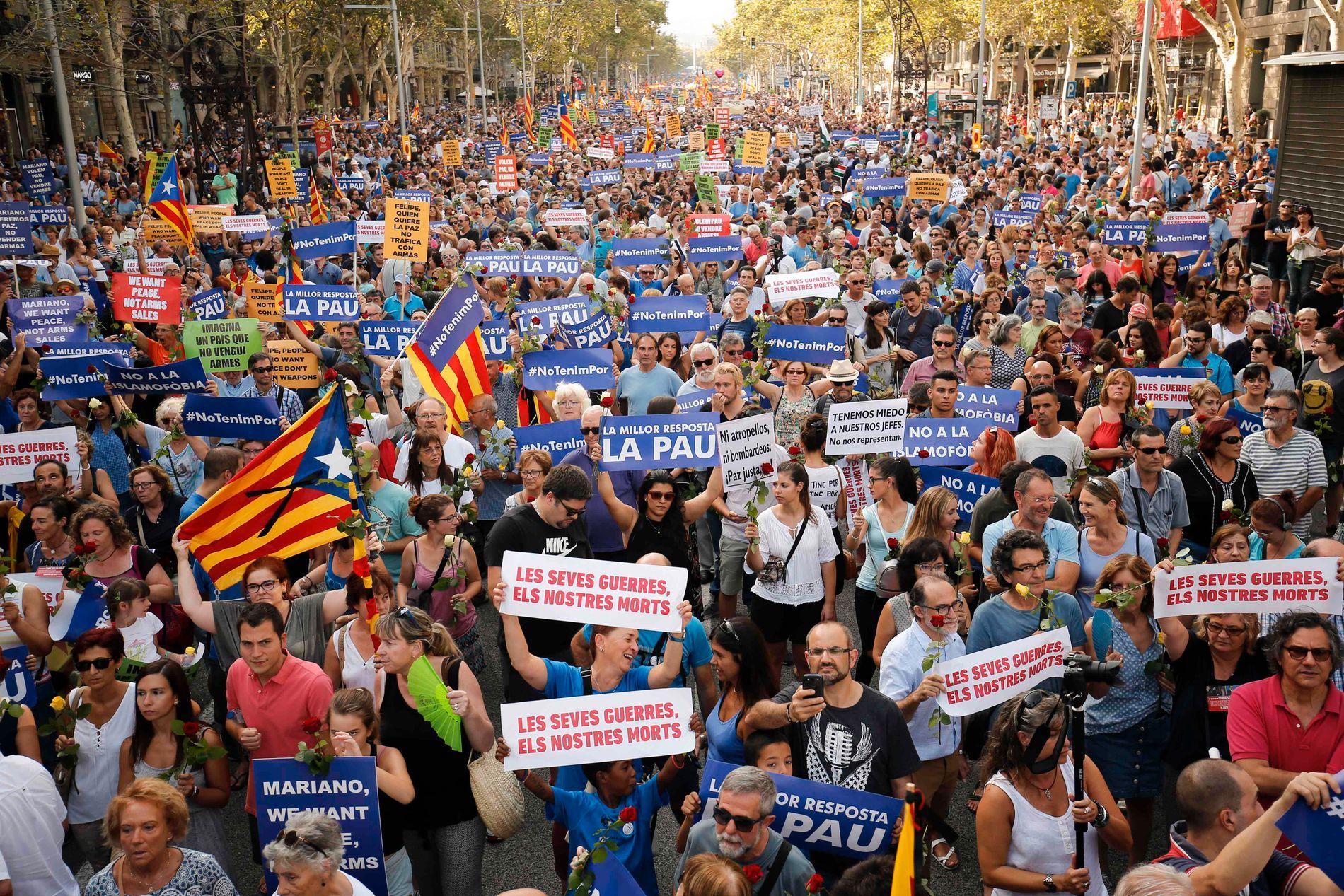 """Massemønstring under slagordet """"Jeg er ikke redd"""" 26. august i Barcelona, etter at byen ble rammet av terror."""