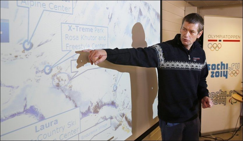 VIL HA TIDENES FANGST: Tore Øvrebø pekte på freestyle-arenaen da han la frem medaljemålsettingen før OL. Norge har gode muligheter i idrettene som er nye på programmet. Foto: Trond Solberg, VG