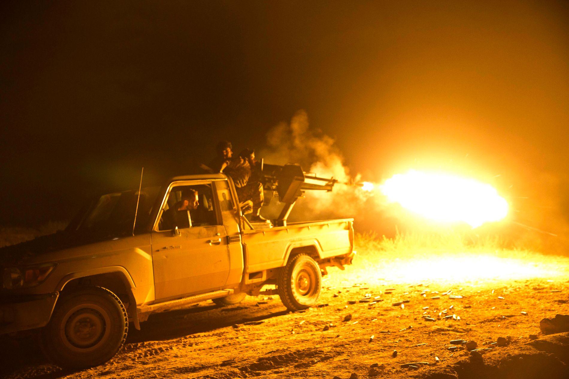 DET SISTE SLAGET: De USA-støttede kurdiske styrkene SDF kjemper fortsatt mot de gjenværende IS-krigerne i Baghouz i Øst-Syria.