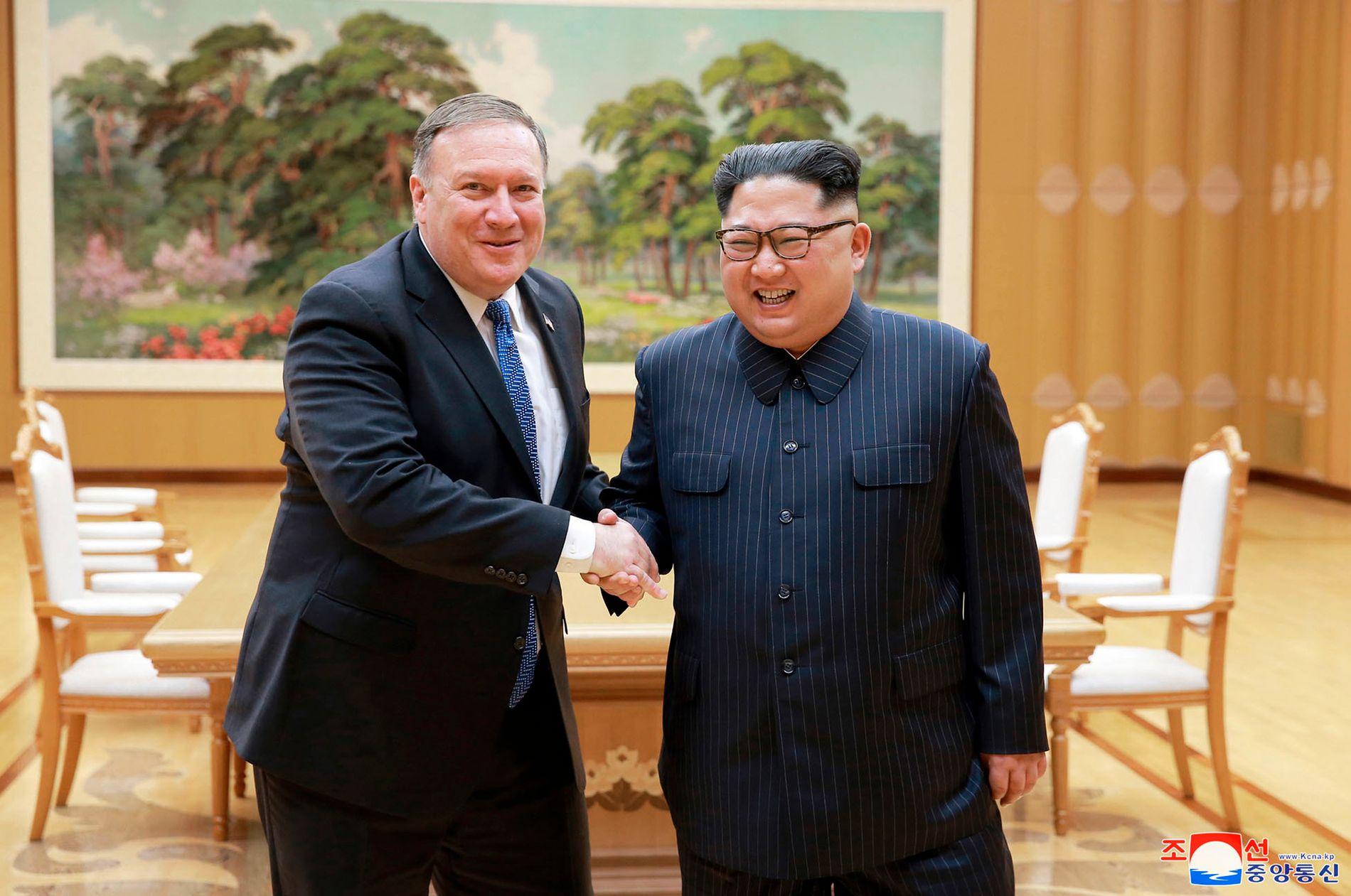 MØTTES: USAs utenriksminister Mike Pompeo var på besøk hos Kim Jong-un i Pyongyang onsdag.