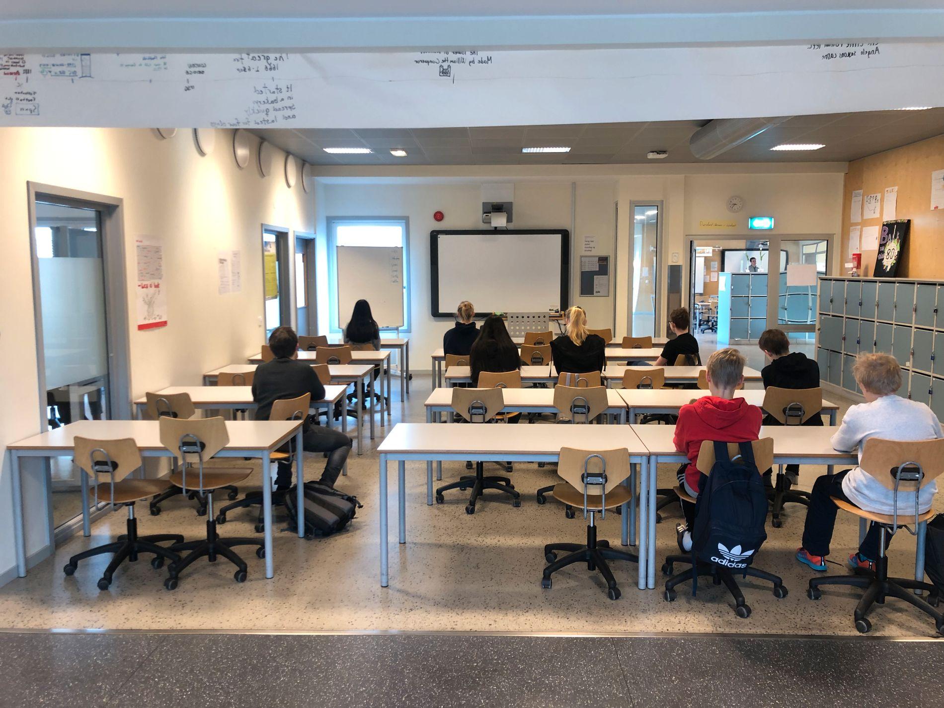 9 AV 31 MØTTE: Det var mange tomme pulter i klasse 8a ved Grevlingen ungdomsskole i Vestby kommune fredag morgen.
