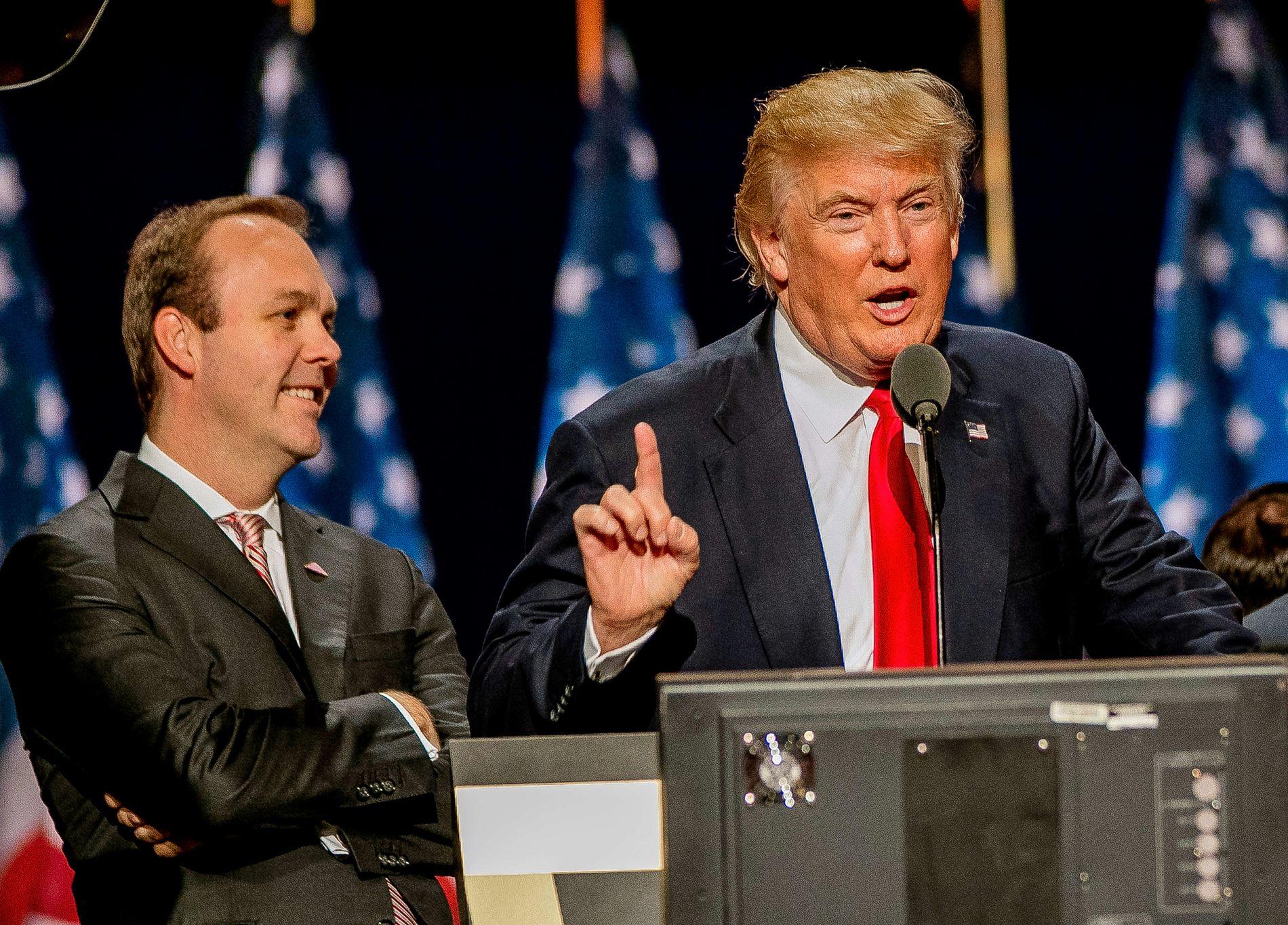 TILTALT: Rick Gates (til venstre) er en tidligere lobbyist som jobbet for Trump-kampanjen.