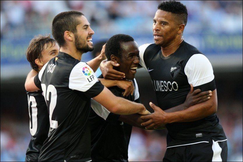UNGGUTT: Fabrice Olinga (i midten) feier scoringen sin med lagkameratene i Malaga. Foto: Miguel Riopa, AFP
