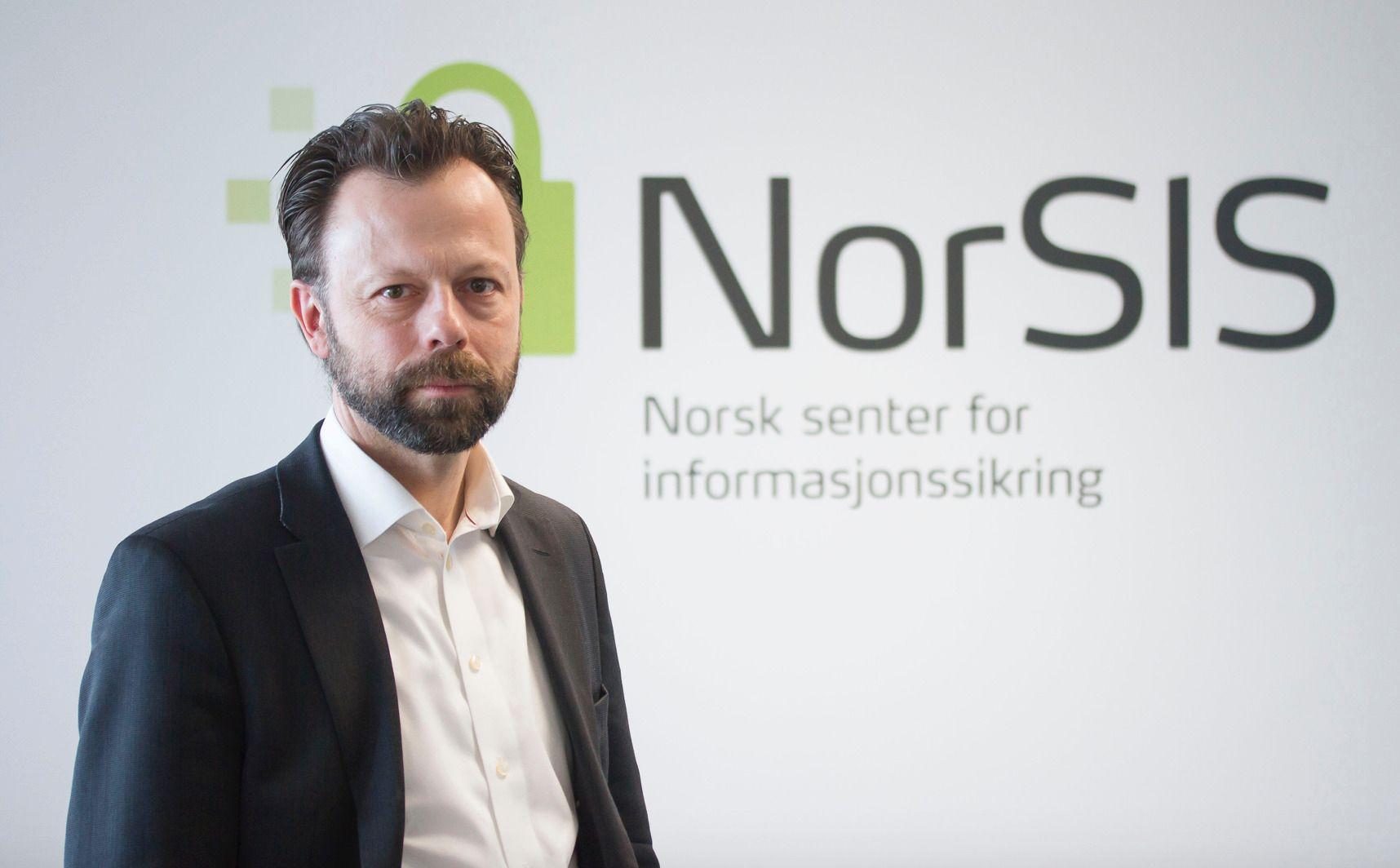 BEKYMRET: Direktør i Norsk senter for informasjonssikring, Roger Johnsen, mener det er svært uheldig om ofre for kriminalitet selv henges ut som kriminelle.