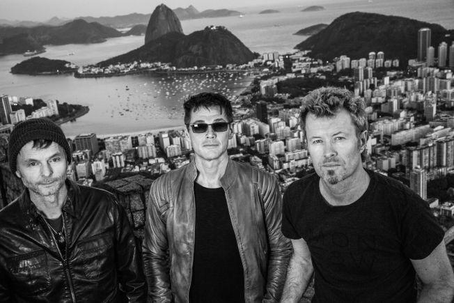 REISER TIL RIO: Neste sommer står a-ha på scenen i forbindelse med festivalen Rock in Rio. Fotografen som har tatt de ferske bildene av trioen er den samme fotografen som tok bildene til coveret på albumet «Hunting High And Low» for 30 år siden. Foto: Just Loomis