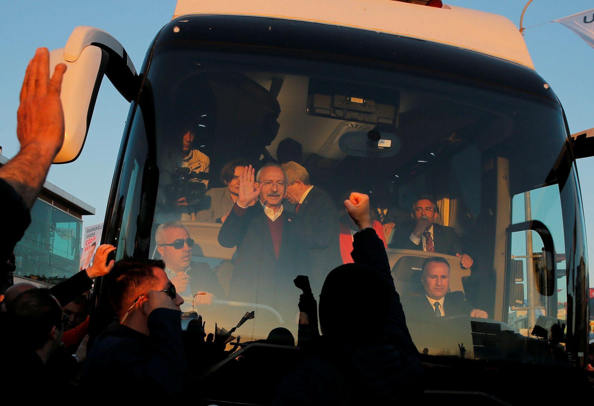 SAMLER STØTTE: Opposisjonsleder Kemal Kilicdaroglu i CHP får jevnt rundt en fjerdedel av stemmene. Men det er ikke nok til å stanse Erdogan.
