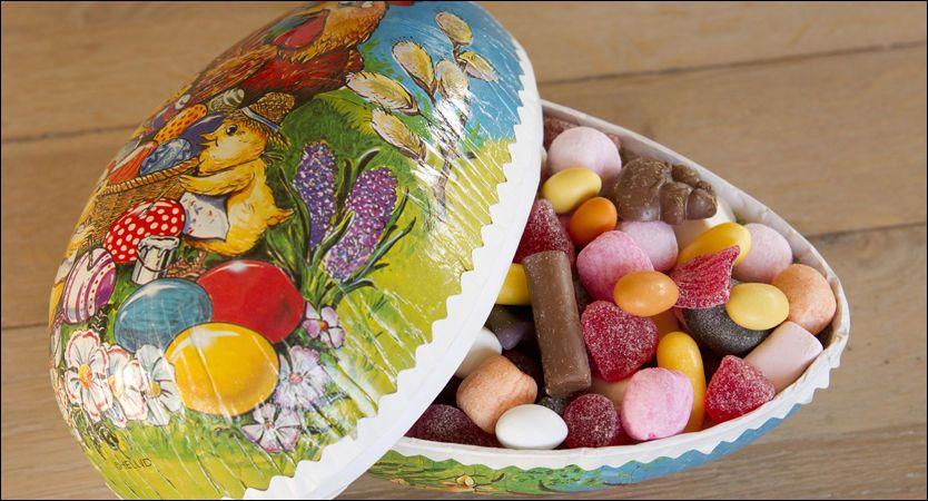 IKKE HELSEFARLIG: Et velfylt påskeegg er ufarlig for helsen. Men for mye sukker over tid, kan fortrenge viktig matinntak. Foto: Scanpix