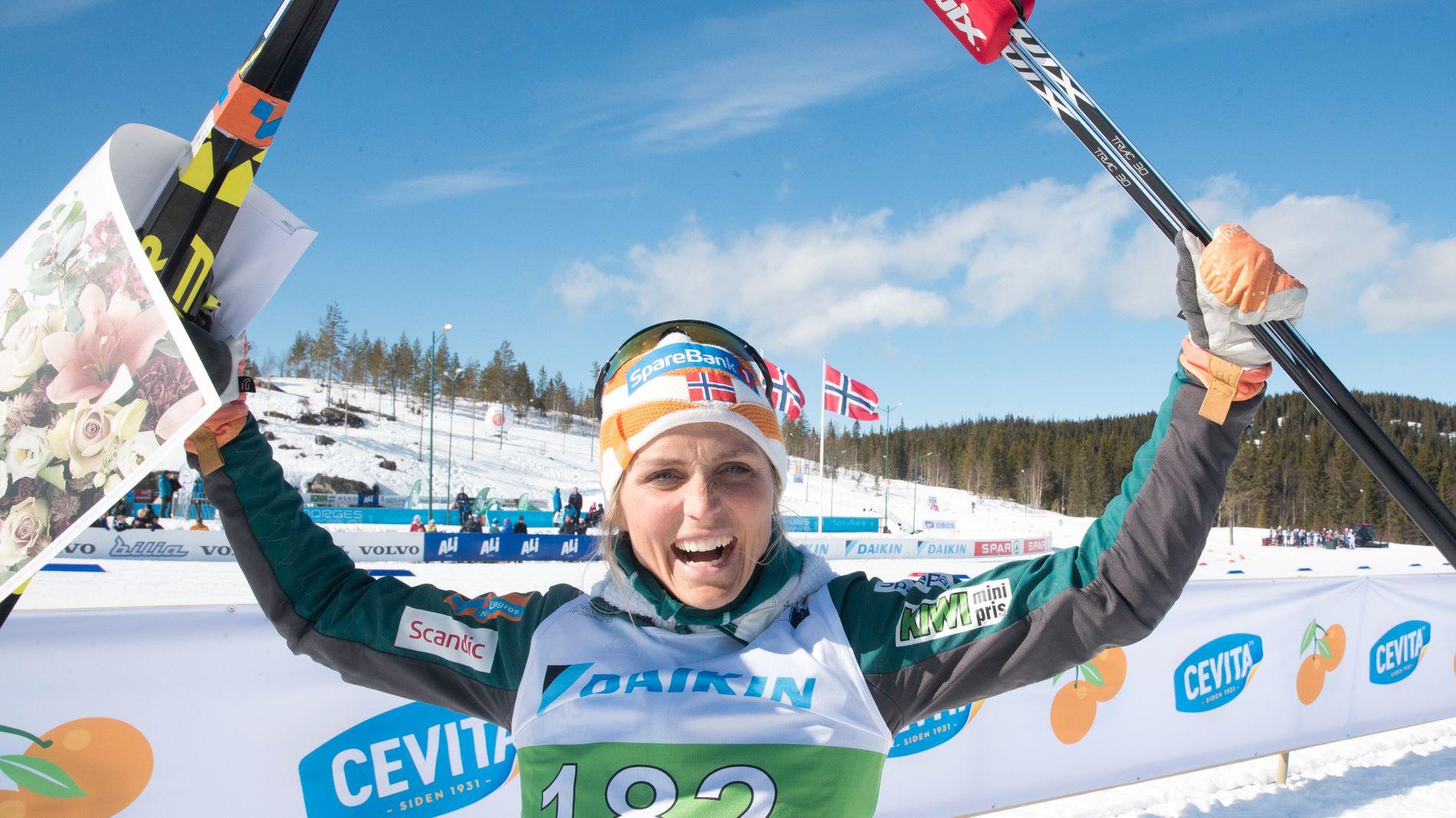 VANT IGJEN: Slik ble vi vant til å se Therese Johaug i hennes comebacksesong, 2018-19. Her er det seier på fem kilometer friteknikk under NM på Lygna som feires.