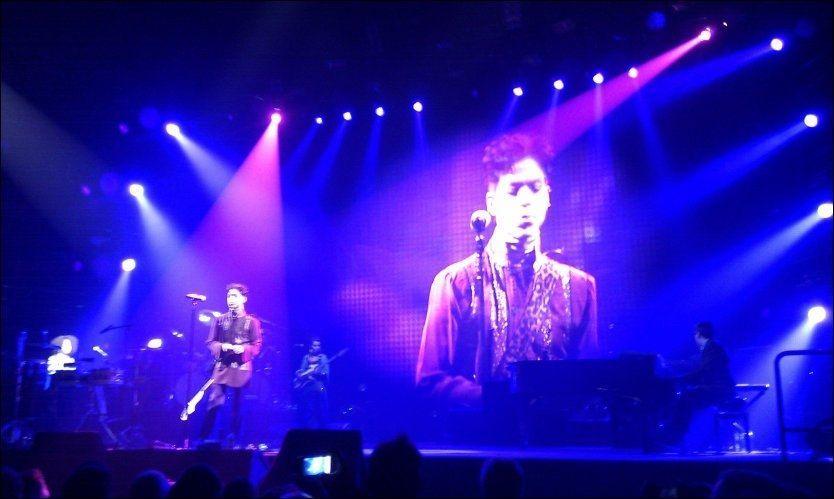 TILBAKE: Her er Prince i aksjon under konserten i Vestlandshallen i oktober i fjor. Foto: Tor Martin Bøe/VG