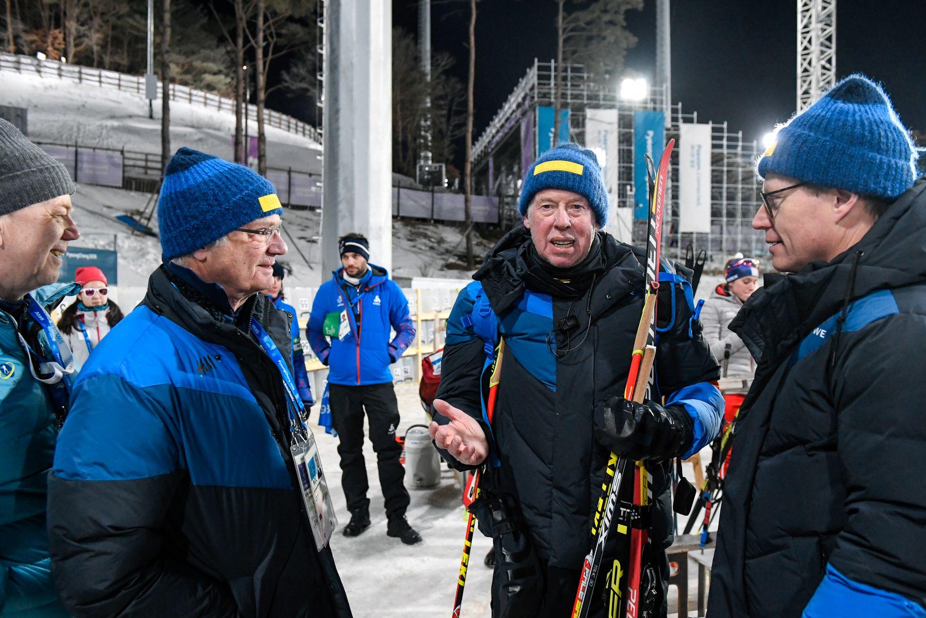 Olle Dahlin (til venstre), her i samtale med kong Carl Gustaf og landslagstrener Wolfgang Pichler under OL i Pyeongchang, forsøker å bli den neste presidenten i IBU.
