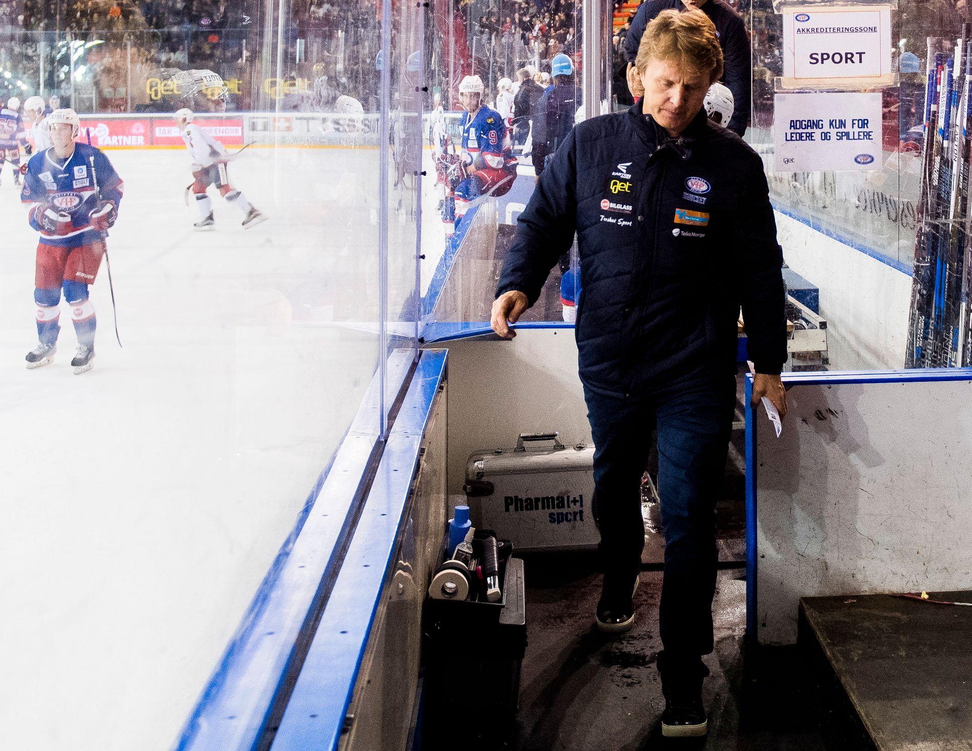 SNART SLUTT: Vålerengas sportssjef, Espen Shampo Knutsen, skal bare forlate denne spillerboksen etter to kamper til - 5. og 7. januar - før Oslo-klubben må flytte fra Jordal til sin nye hjemmebane - som han ennå ikke vet hvor er.